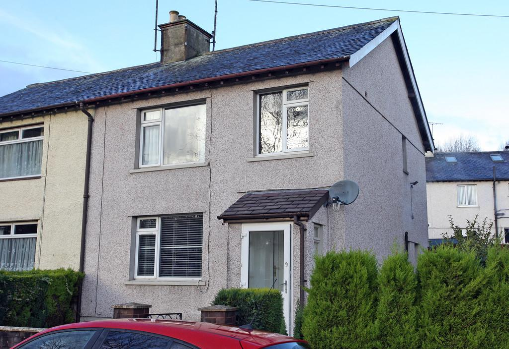 3 Bedrooms Semi Detached House for sale in Heol Dewi, Bangor, North Wales
