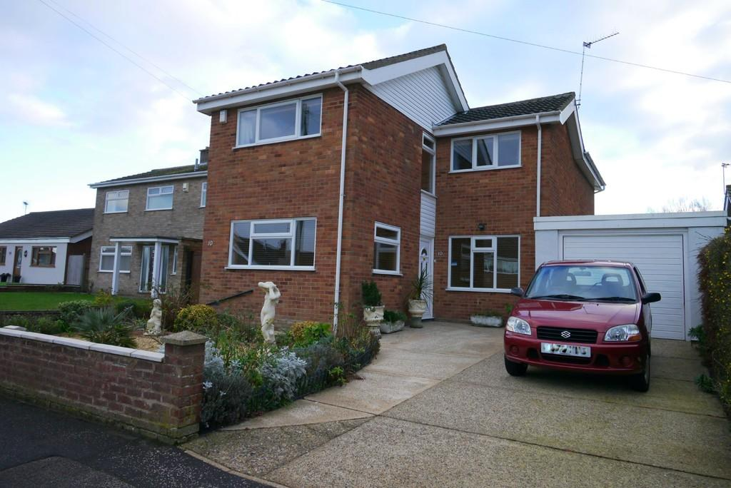 4 Bedrooms Detached House for sale in Cranleigh Road, Pakefield, Lowestoft