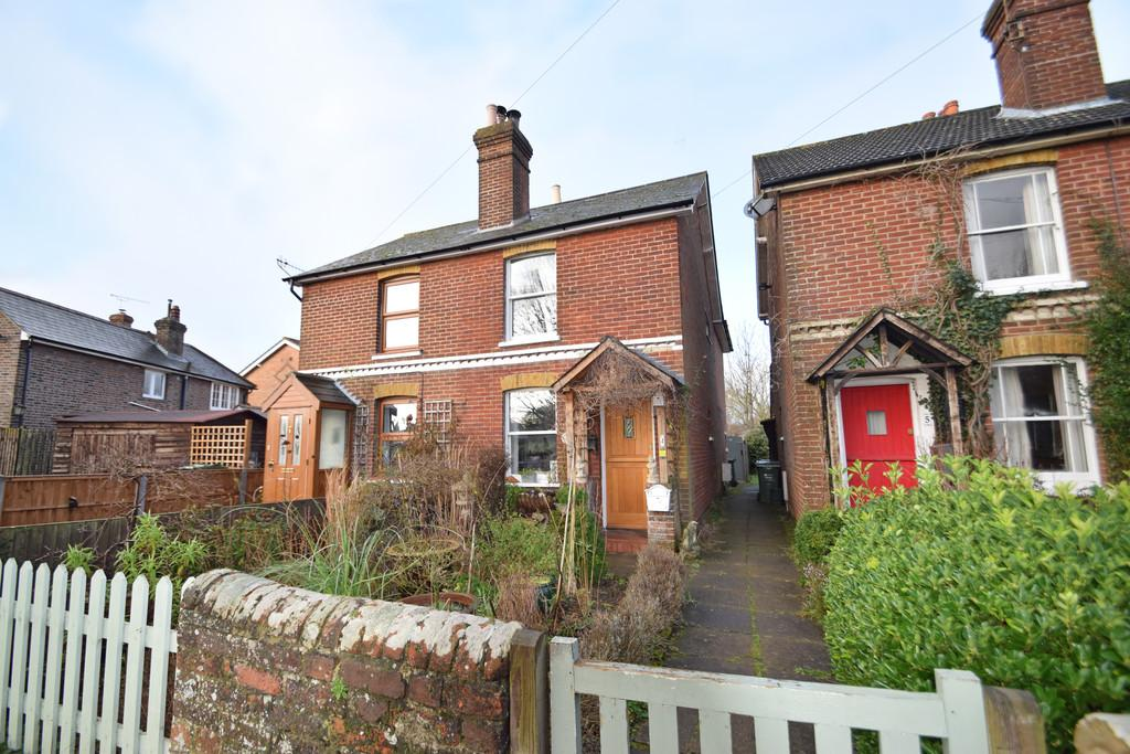2 Bedrooms Semi Detached House for sale in Pound Place, Shalford, Guildford GU4 8HH