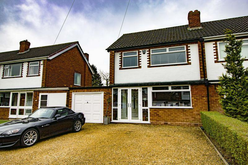 3 Bedrooms Semi Detached House for sale in Whitehouse Way, Aldridge, Walsall.