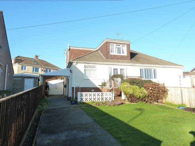 4 Bedrooms Semi Detached Bungalow for sale in Derwen Close Litchard Bridgend CF31 1QP