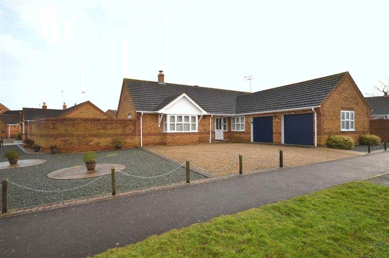 3 Bedrooms Detached Bungalow for sale in Woodpecker Drive Watton