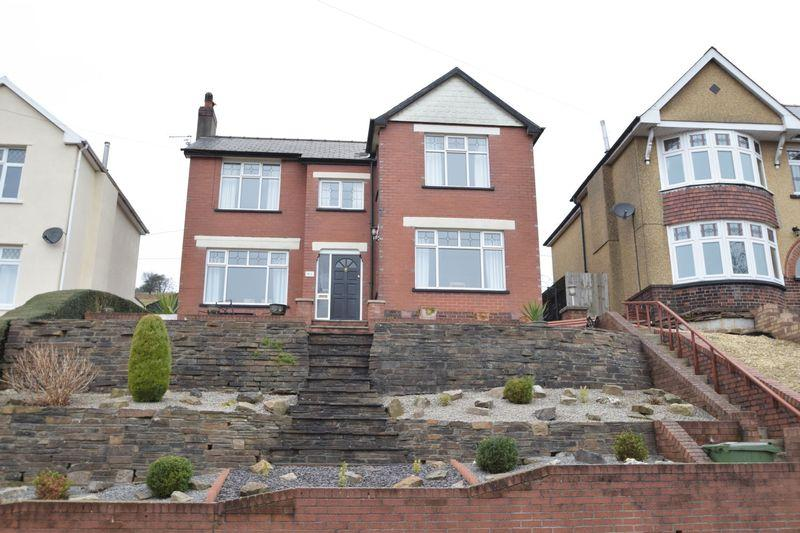 4 Bedrooms Detached House for sale in Usk Road, New Inn