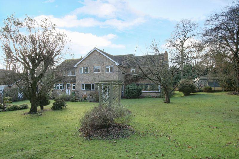 5 Bedrooms Detached House for sale in Parsonage Lane, Farnham Common, Buckinghamshire SL2
