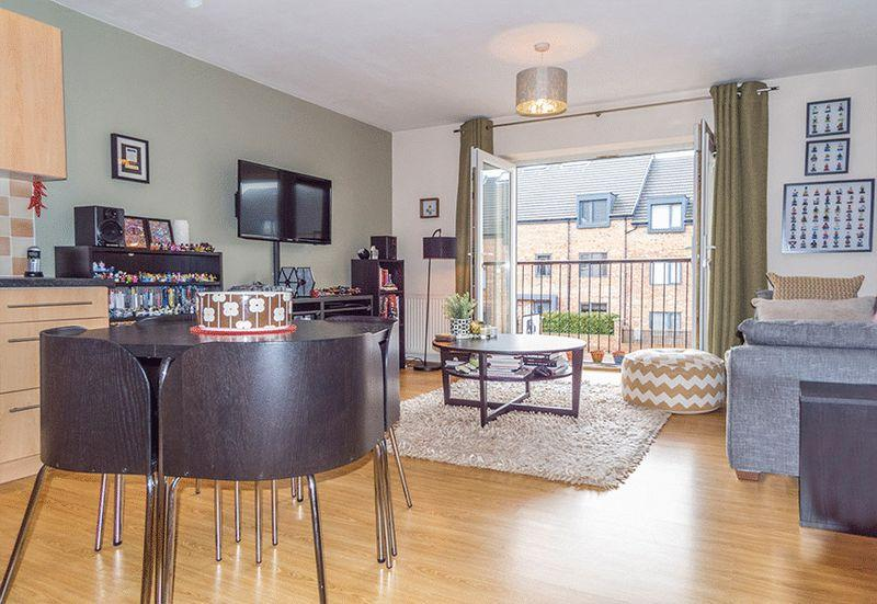 2 Bedrooms Apartment Flat for sale in Symphony Court, Gateshead