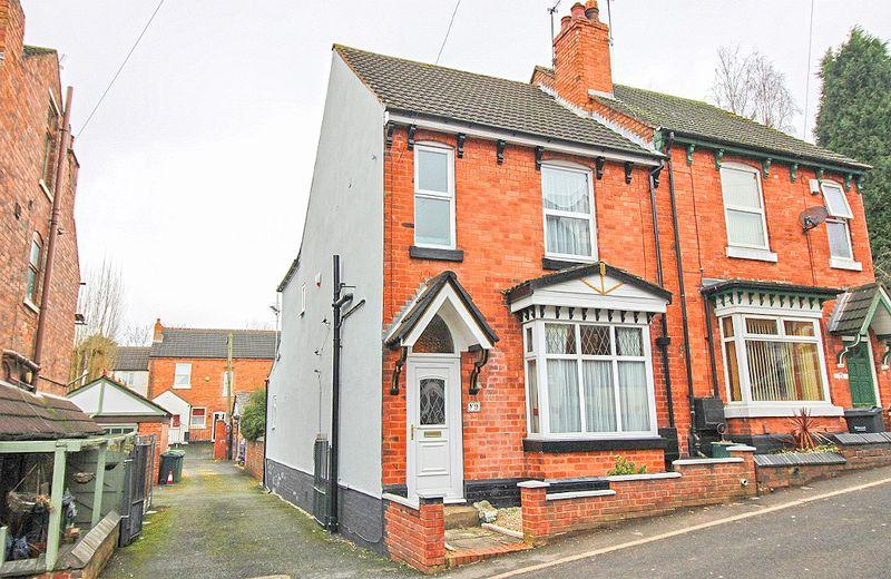 3 Bedrooms Semi Detached House for sale in Hollies Drive, Wednesbury