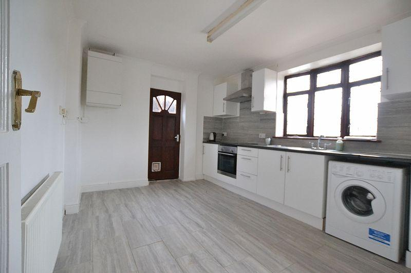 3 Bedrooms Semi Detached House for rent in Somertrees Avenue, London