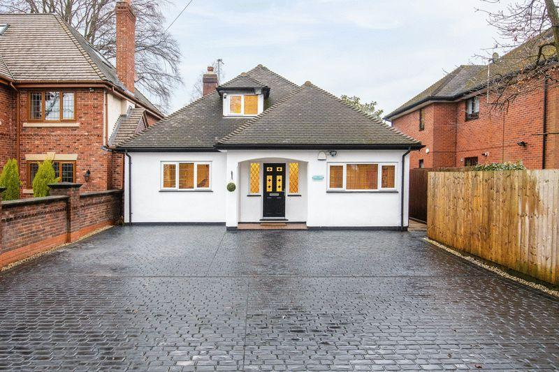 4 Bedrooms Bungalow for sale in Walsall Road, Four Oaks, Sutton Coldfield
