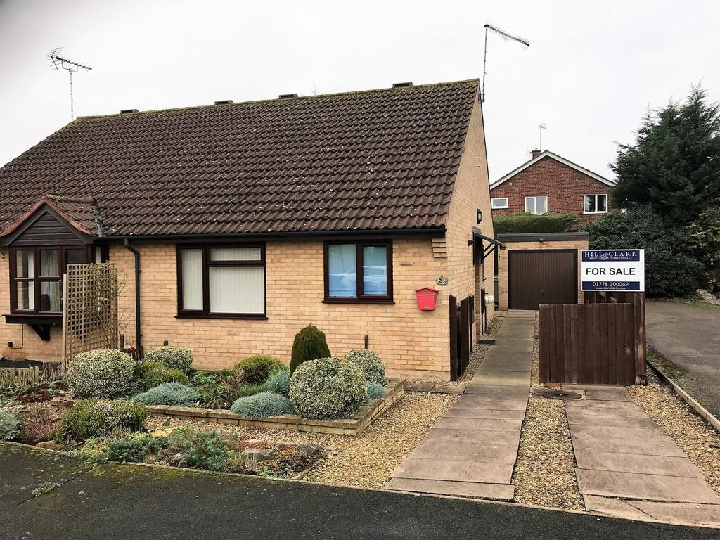 2 Bedrooms Semi Detached Bungalow for sale in Carholme Close, Bourne, PE10