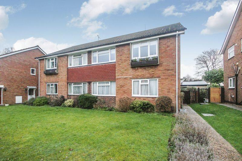 2 Bedrooms Apartment Flat for sale in Moat Court, Ashtead