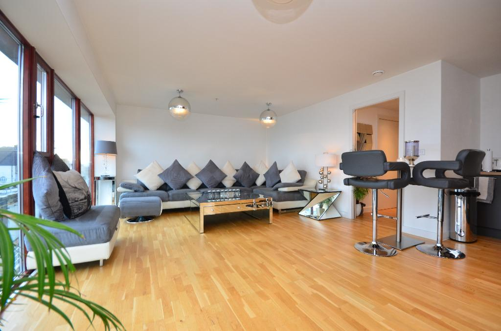 2 Bedrooms Flat for sale in Mitchell Street, Flat 10/2, City Centre, Glasgow, G1 3LA
