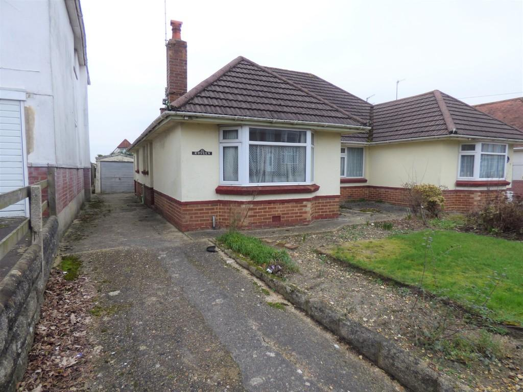 2 Bedrooms Semi Detached Bungalow for sale in Oakdale Road, Poole