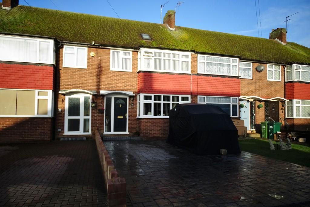 4 Bedrooms Terraced House for sale in Saxon Road, Ashford, TW15