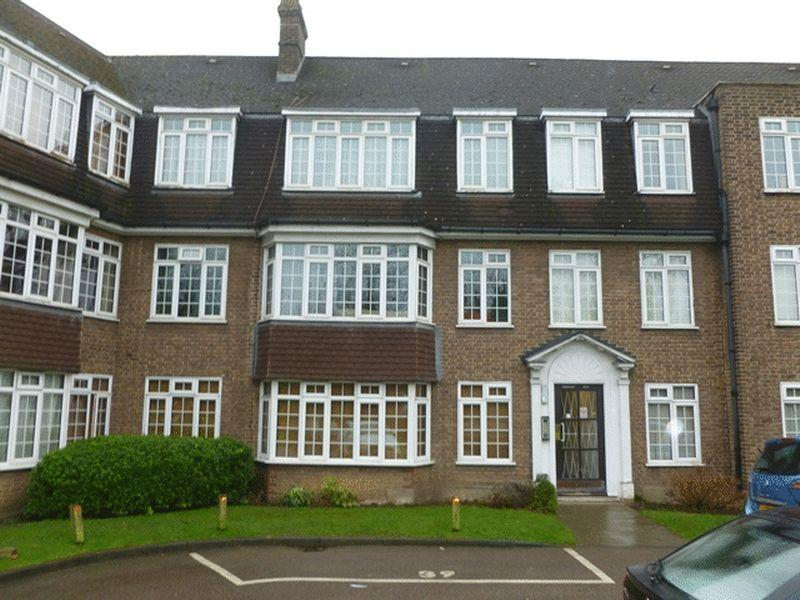 2 Bedrooms Apartment Flat for rent in Tabor Court, Cheam Village - 2 Bed G/F Flat
