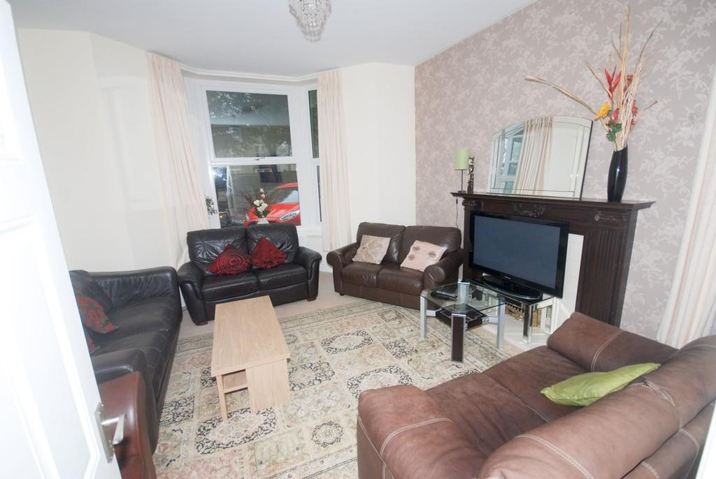 2 Bedrooms Apartment Flat for sale in Flat 1, Ground Floor, Thornheyes House, Buxton