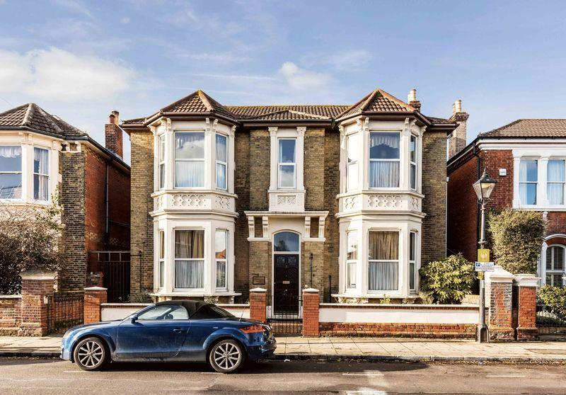 12 Bedrooms Detached House for sale in Yarborough Road, Southsea