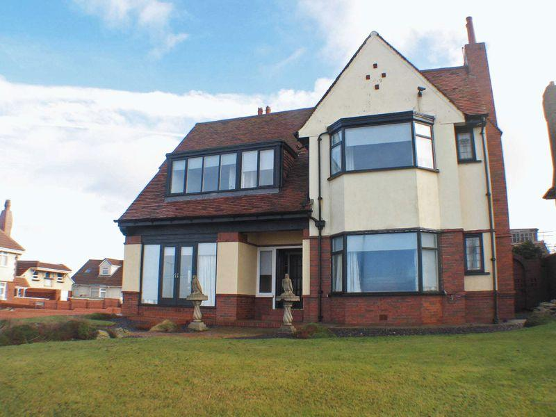 3 Bedrooms Detached House for sale in Queens Promenade, Blackpool
