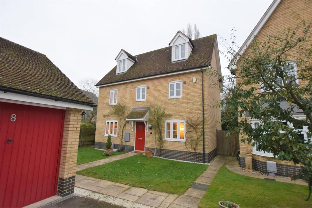 5 Bedrooms Detached House for sale in Corporal Lillie Close, Sudbury CO10 2TL