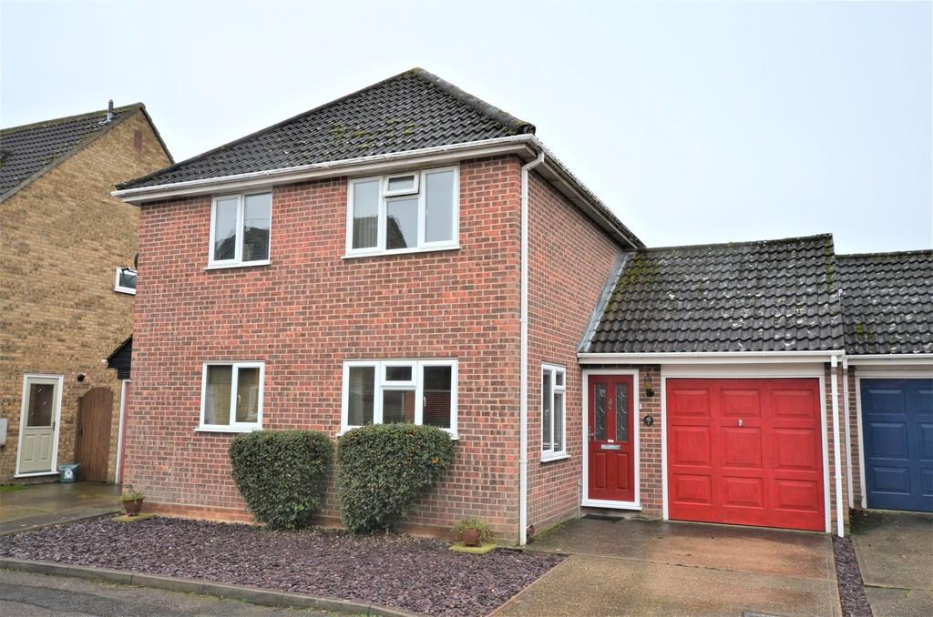 4 Bedrooms Link Detached House for sale in Bryanstone Mews, Lexden, CO3 9XZ