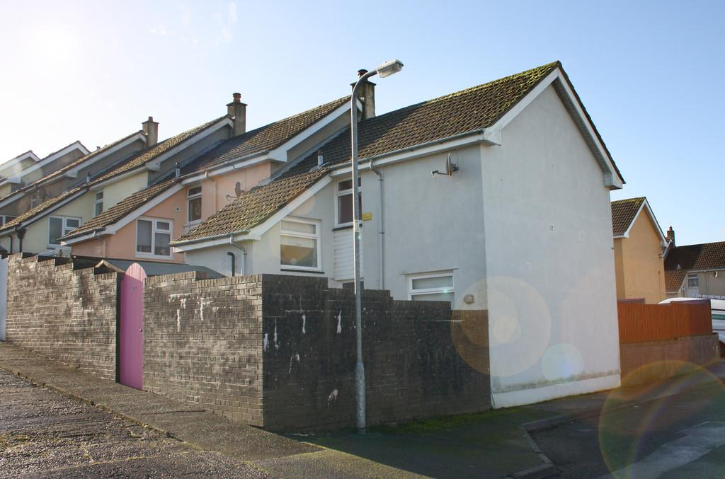 2 Bedrooms End Of Terrace House for sale in North Court, Haverfordwest