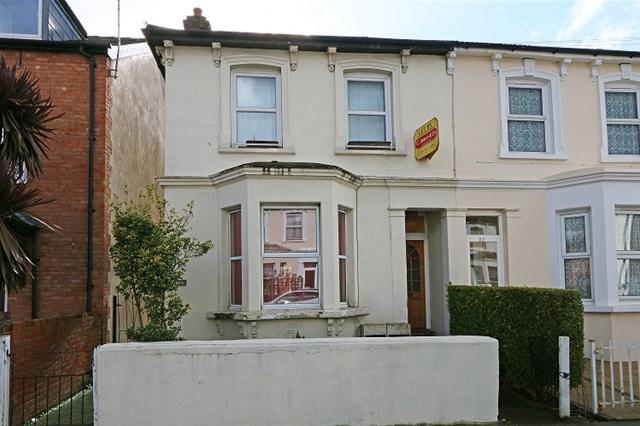 1 Bedroom Flat for sale in ROBINSON ROAD, COLLIERS WOOD