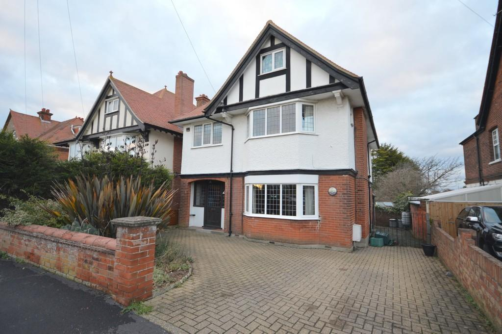 5 Bedrooms Detached House for sale in Fronks Road, Dovercourt, Harwich
