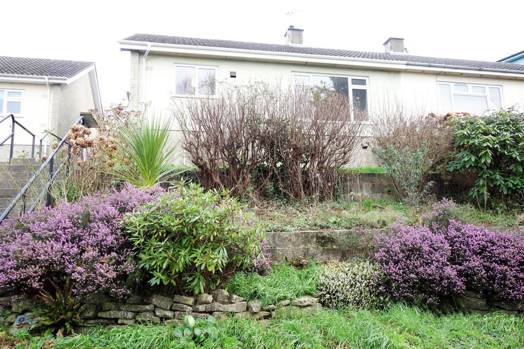 2 Bedrooms Semi Detached Bungalow for rent in Leg of Mutton Road, Glastonbury