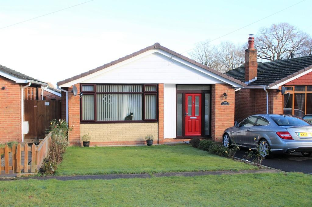 3 Bedrooms Detached Bungalow for rent in Tern Close, Hythe