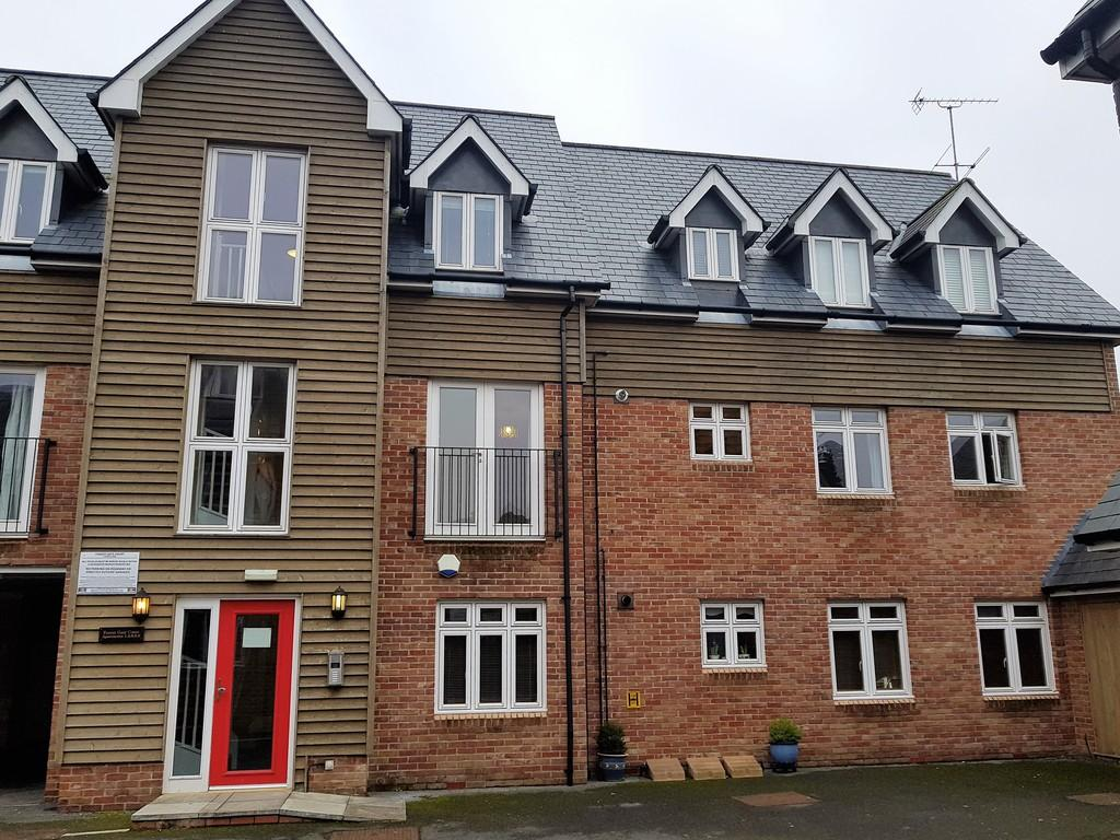 2 Bedrooms Apartment Flat for rent in Forest Gate Court, Ringwood , Hampshire