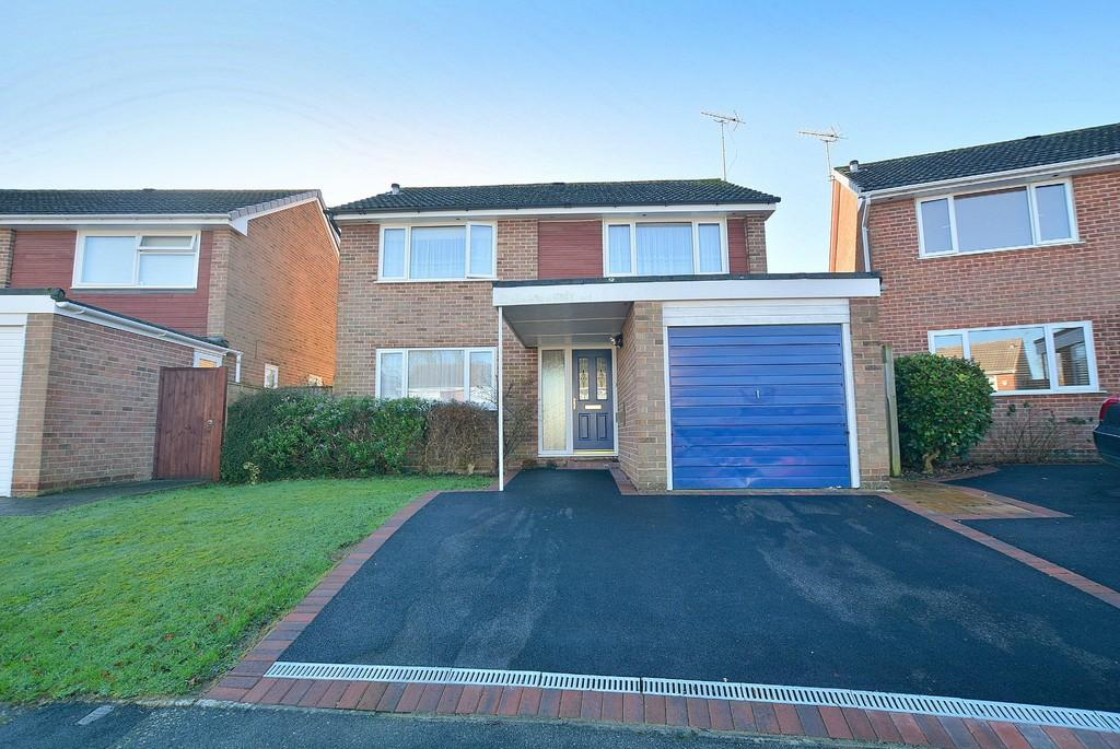 4 Bedrooms Detached House for sale in Countess Close, Wimborne