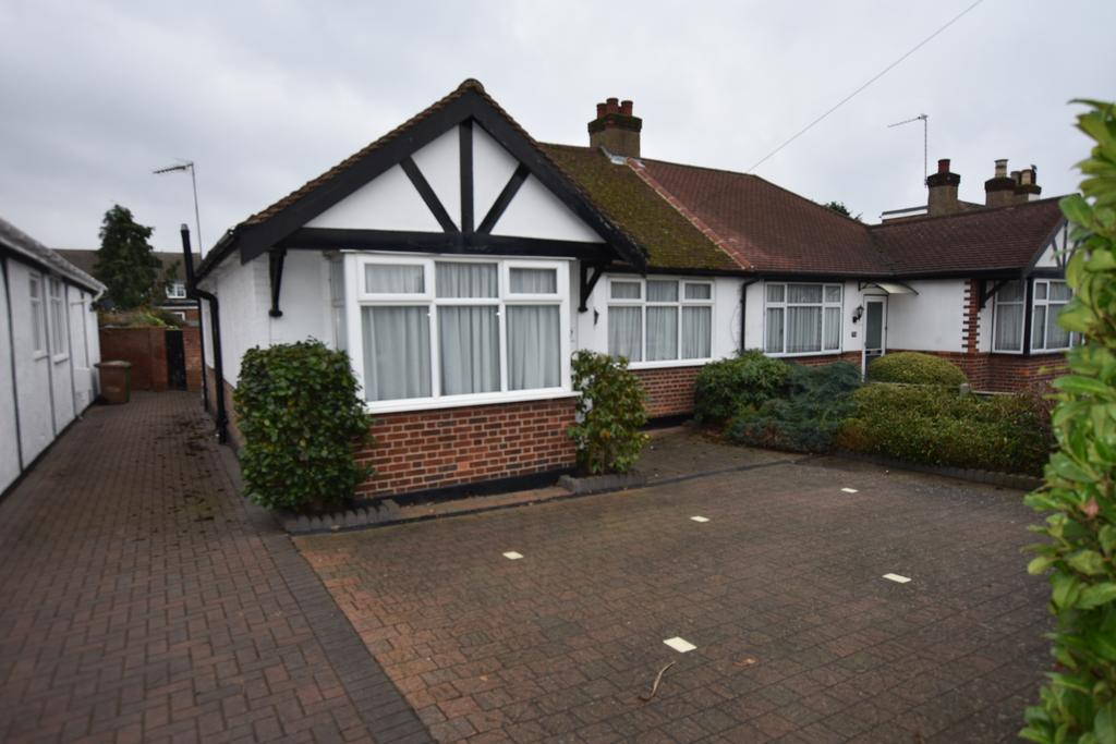 3 Bedrooms Bungalow for sale in Cadbury Road, Sunbury-on-thames