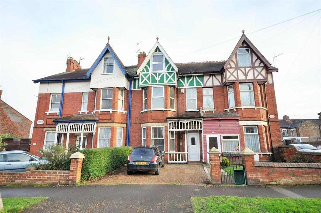 4 Bedrooms Terraced House for sale in Carr Lane, York YO26 5HL