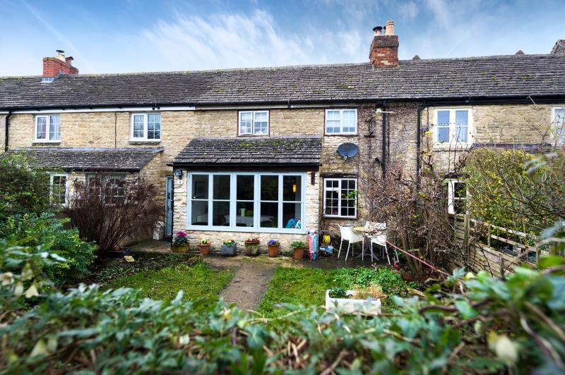 3 Bedrooms Terraced House for sale in Churchfields, Stonesfield, Witney, Oxfordshire