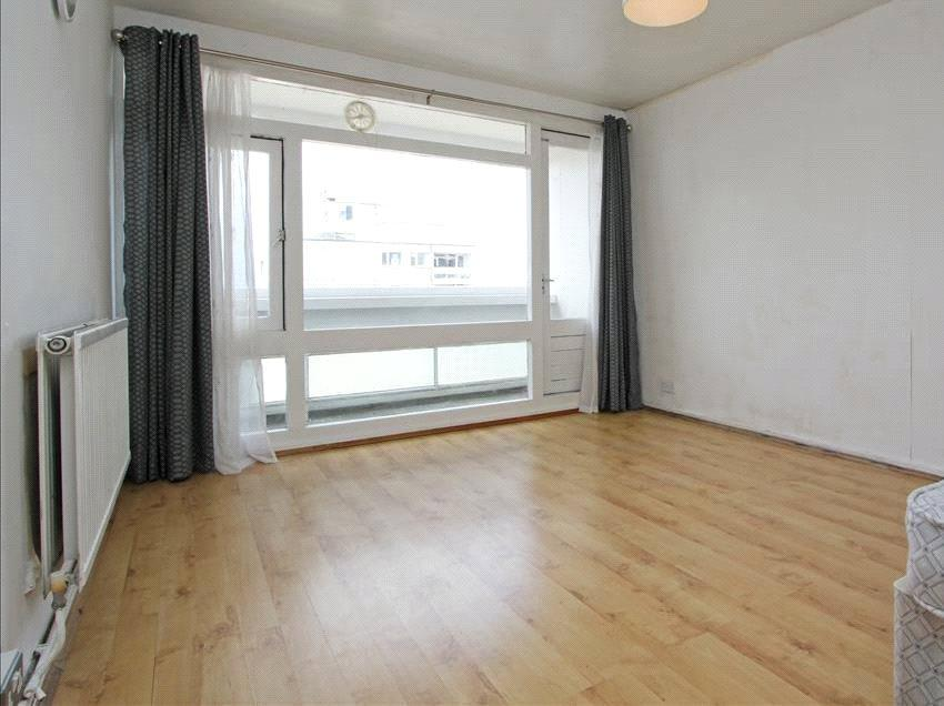 1 Bedroom Flat for sale in Chilcombe House, Fontley Way, London, SW15