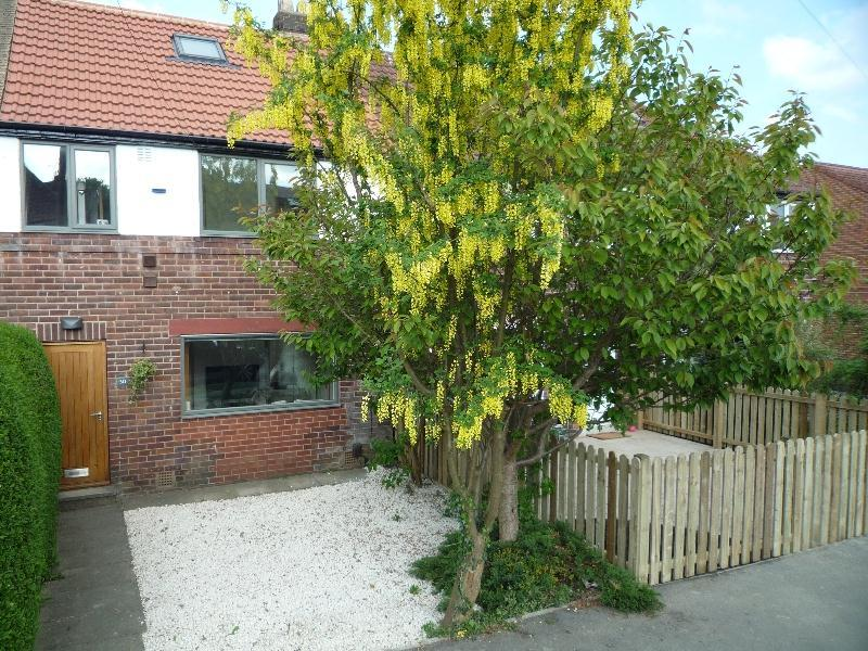 3 Bedrooms Semi Detached House for rent in SUSSEX AVENUE, HORSFORTH, LEEDS, LS18 5NP