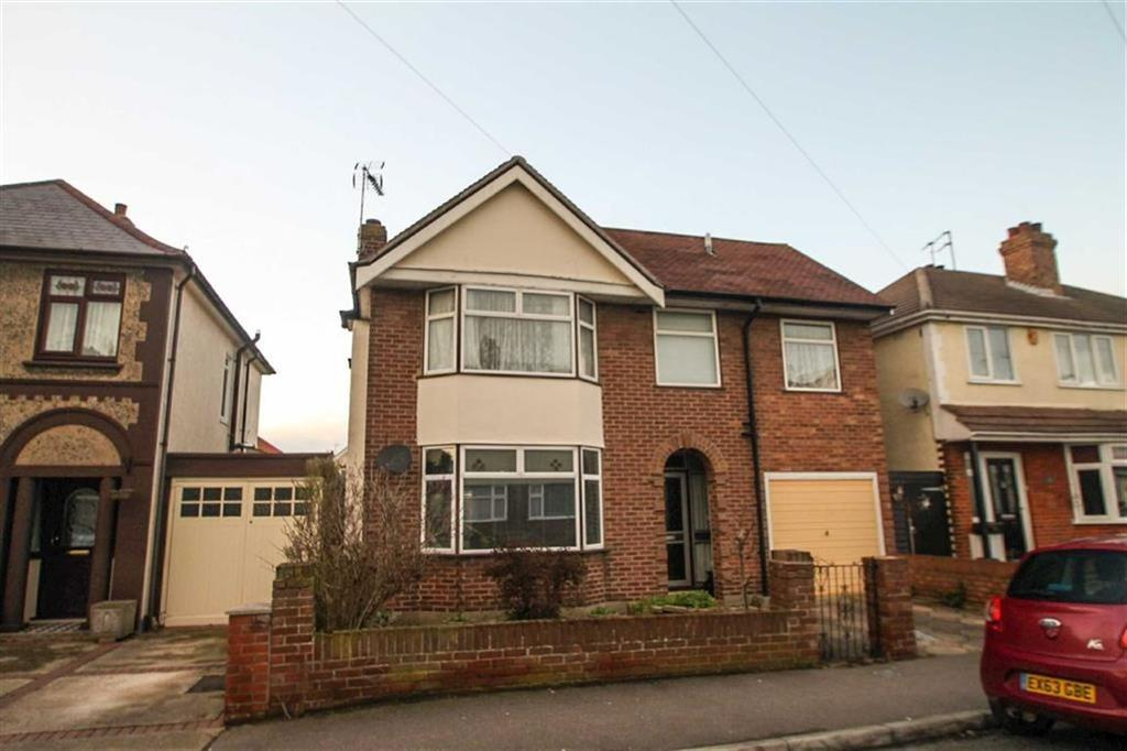 4 Bedrooms Detached House for sale in Astley Road, Clacton-on-Sea