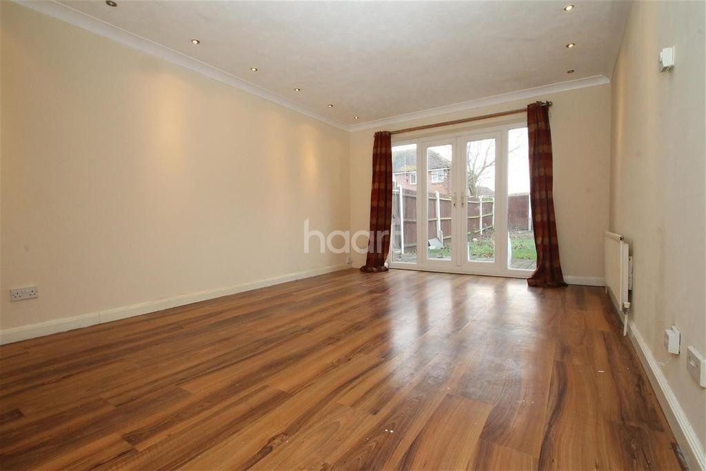 2 Bedrooms Terraced House for rent in Lapwing Close, DA8