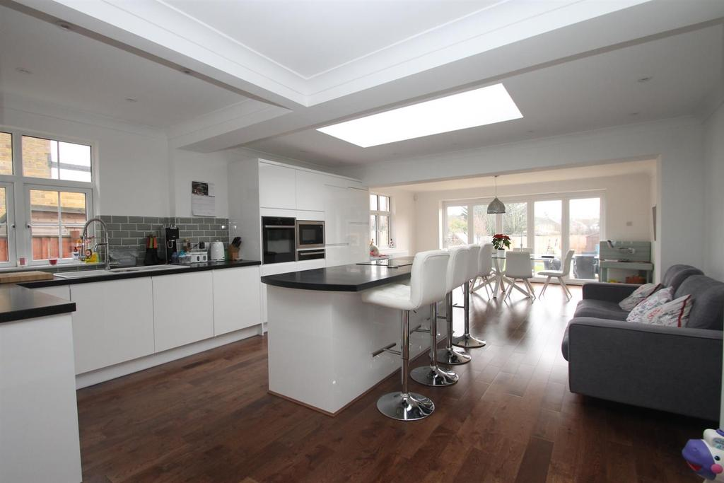 4 Bedrooms Semi Detached House for sale in Marion Crescent, Maidstone
