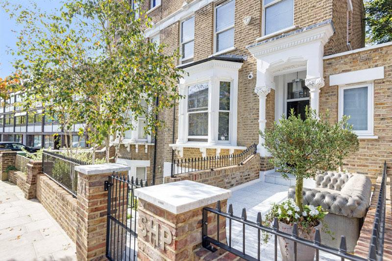 4 Bedrooms Semi Detached House for sale in SOUTH HILL PARK, HAMPSTEAD HEATH, LONDON NW3