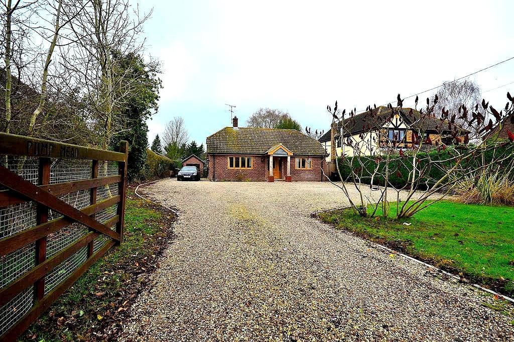 3 Bedrooms Detached Bungalow for sale in The Avenue, North Fambridge, Chelmsford, Essex, CM3