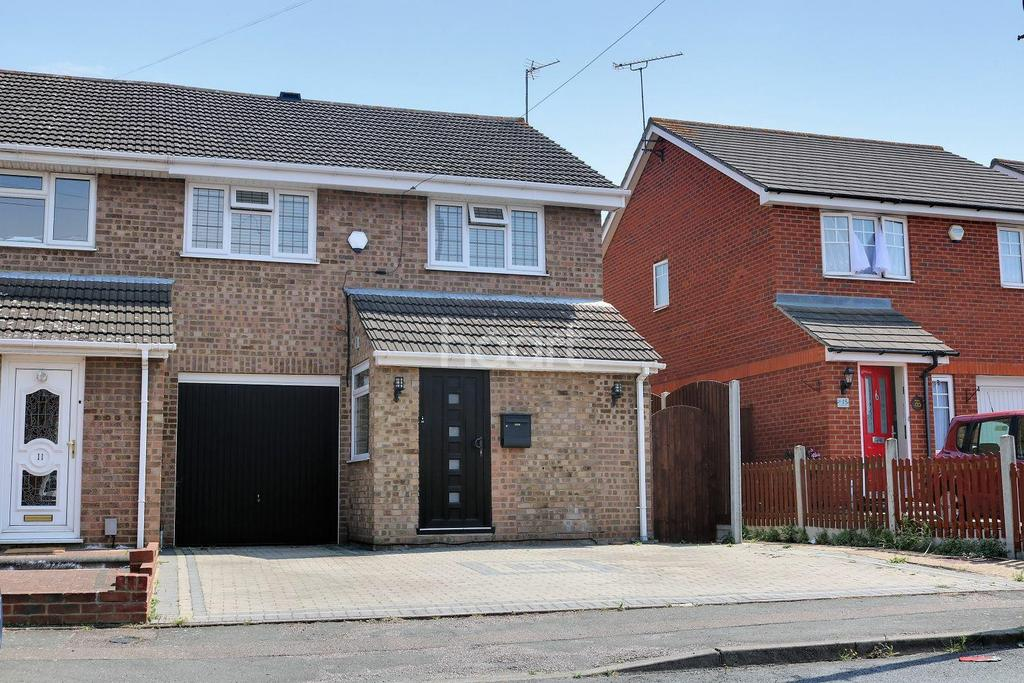 4 Bedrooms Semi Detached House for sale in Coltishall Road