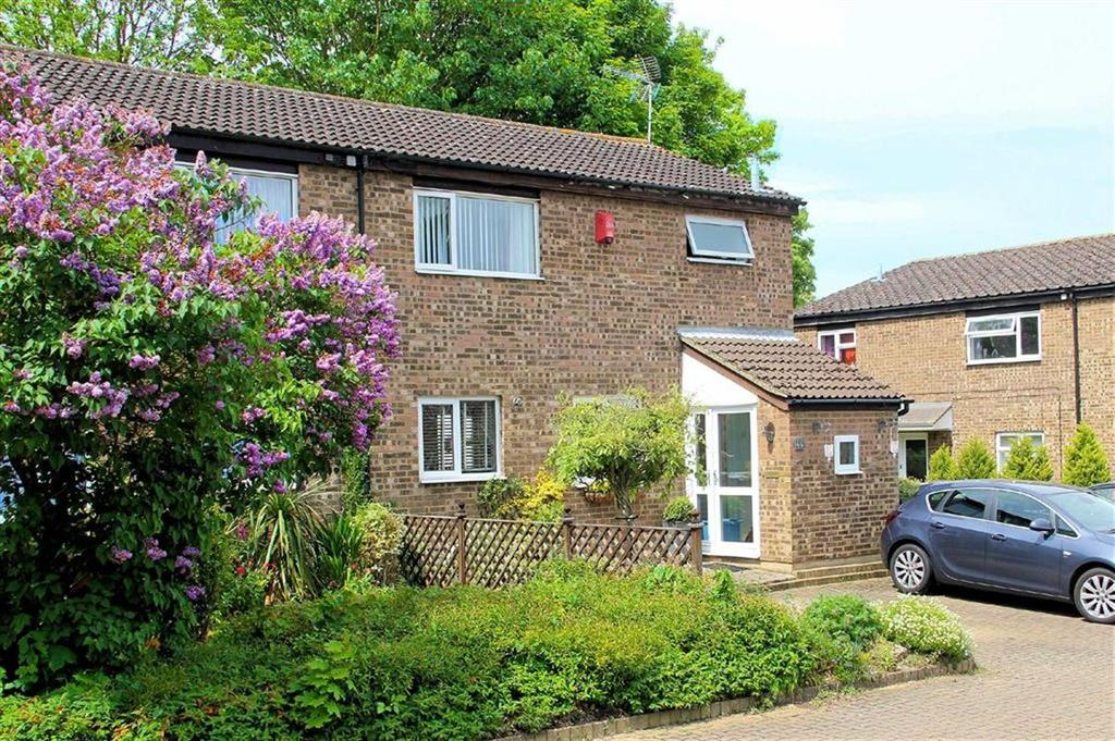 3 Bedrooms Semi Detached House for sale in Blenheim Way, Bragbury End, SG2 8TE