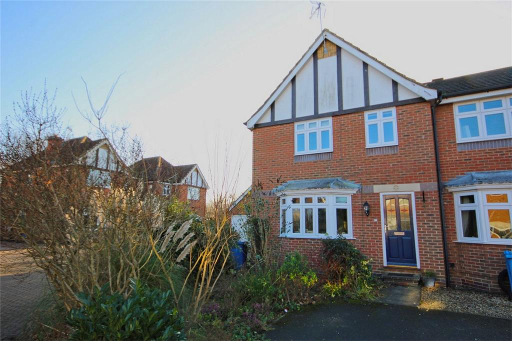 3 Bedrooms Semi Detached House for sale in Carlton Rise, Beverley, East Riding of Yorkshire