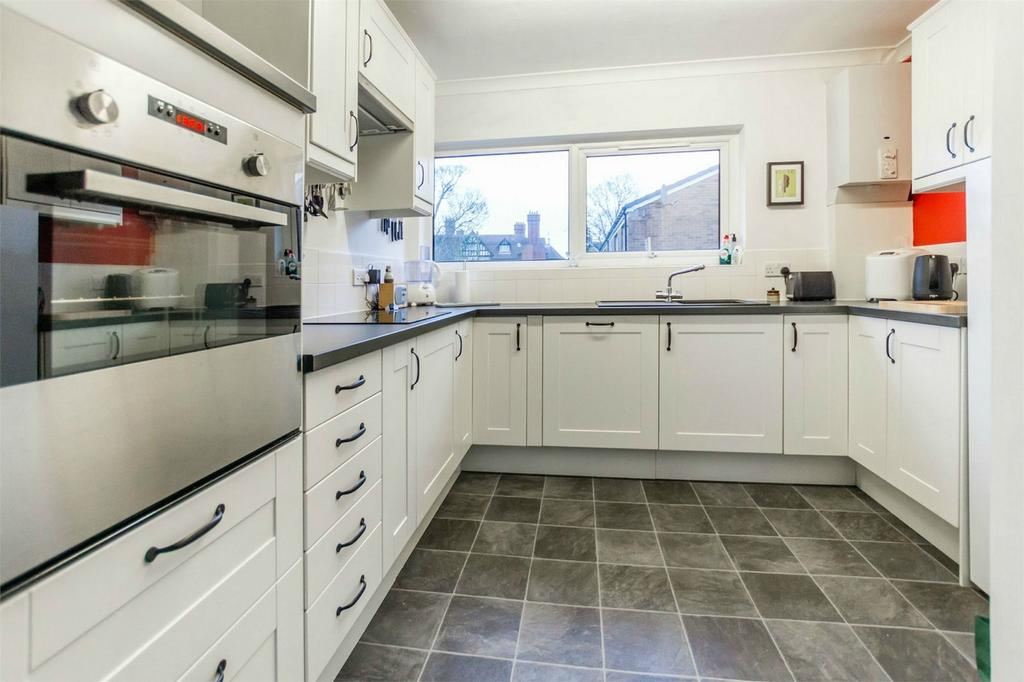 3 Bedrooms Terraced House for sale in Ashfield Court, off Tadcaster Road, York
