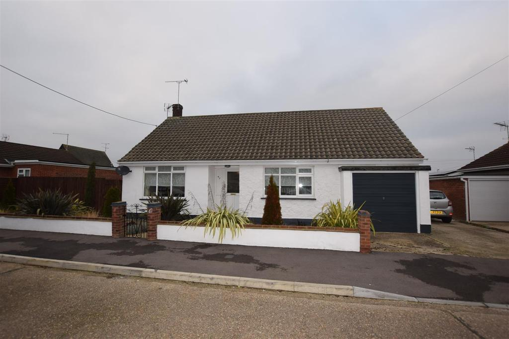 2 Bedrooms Detached Bungalow for sale in Delfzul Road, Canvey Island