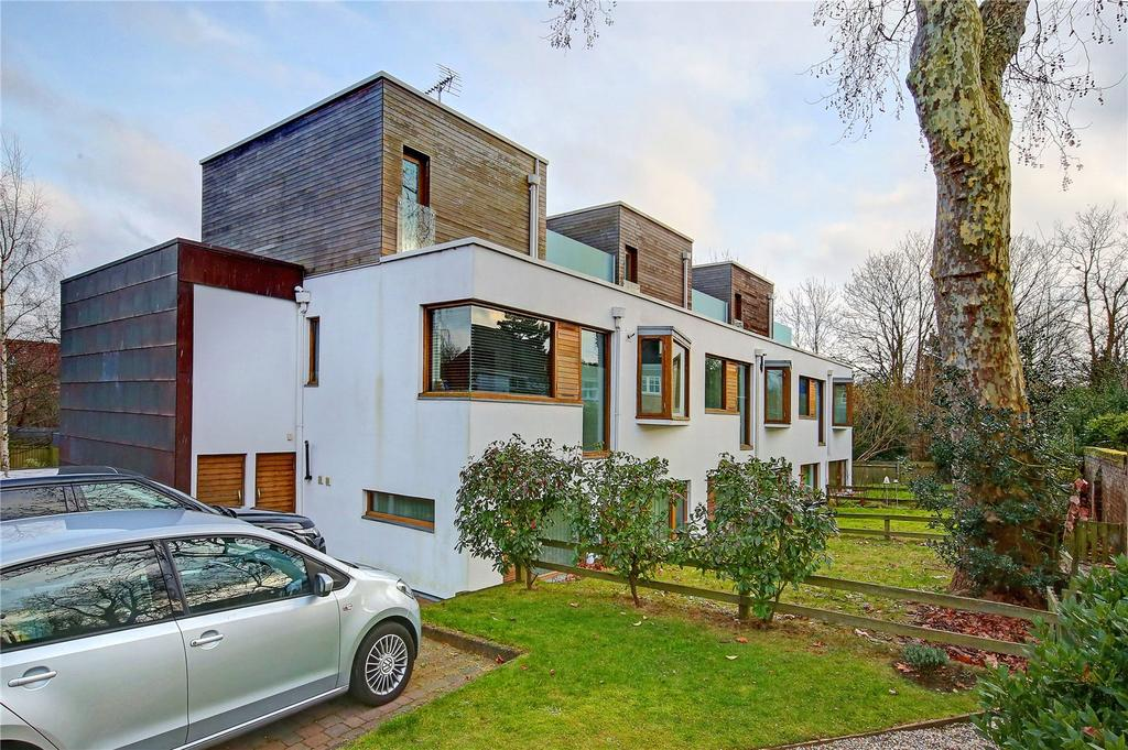 2 Bedrooms Flat for rent in Southmead Gardens, Teddington, TW11