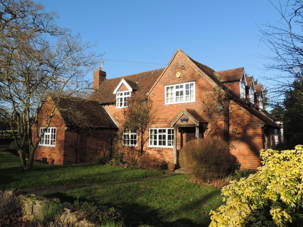 4 Bedrooms Detached House for sale in Packwood Forge, Vicarage Road, Hockley Heath, Solihull, B94 6PS