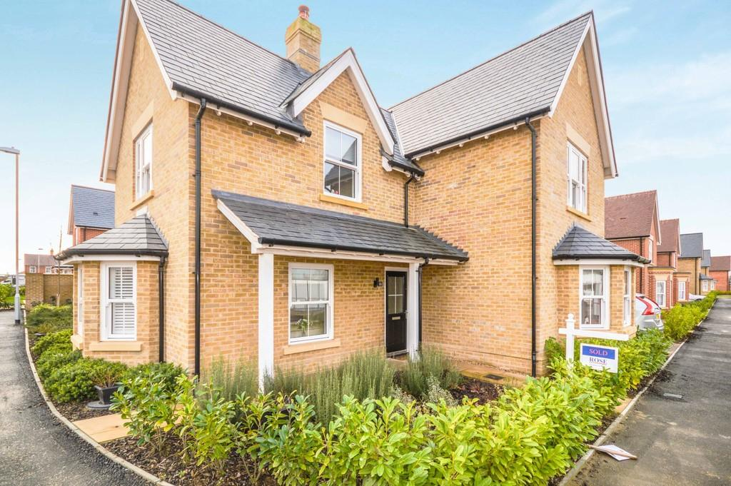 4 Bedrooms Detached House for sale in Summers Park Avenue, Lawford, Manningtree