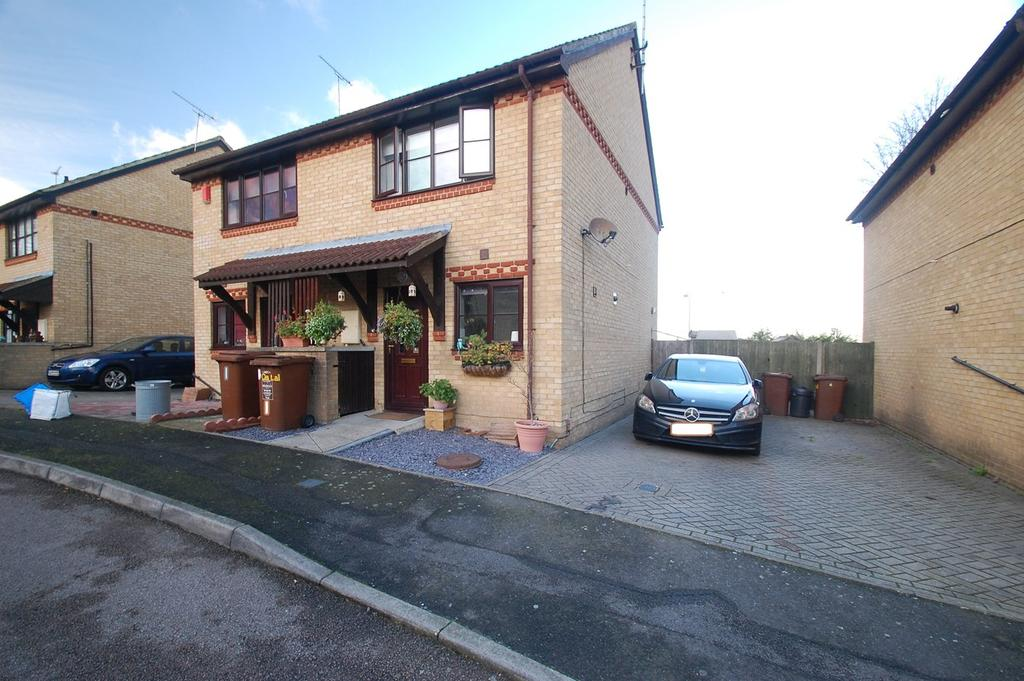 2 Bedrooms Semi Detached House for sale in Augusta Close, Gillingham, ME7