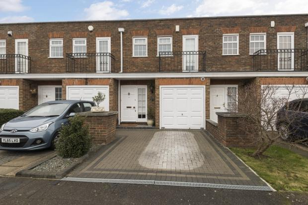 3 Bedrooms Terraced House for sale in Regency Way, Bexleyheath, DA6